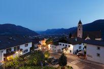 Dorf Tirol - wo das Wellnesshotel Erika zu Hause ist