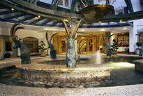 Wellnessresidenz Schalber Serfaus - Hoteleingang - Brunnen