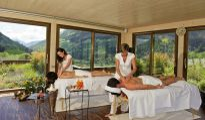 Partnerbehandlung im Panorama-Meditationstempel des Hotel Andreus