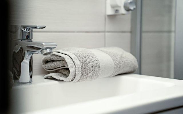 Biohotel moor&mehr:  Badezimmer Panorama Suite Wildrose