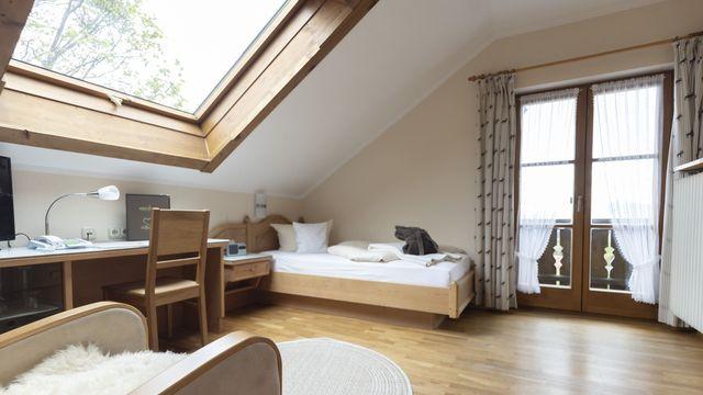 Komfort-Einzelzimmer Holunder mit Balkon / I
