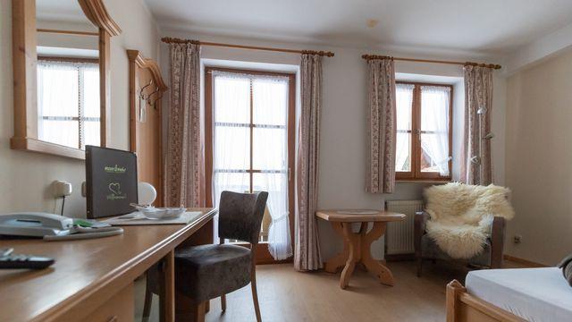 Komfort-Einzelzimmer Holunder mit Balkon / II