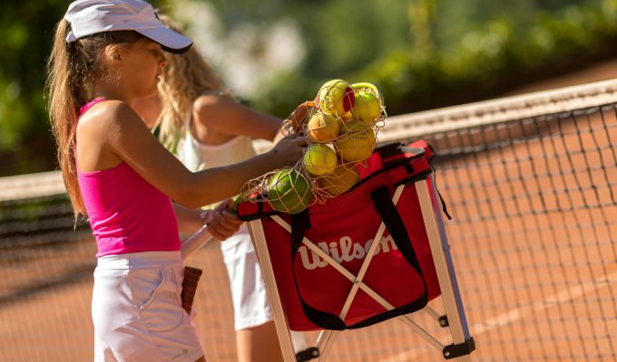 Kids' tennis lessons