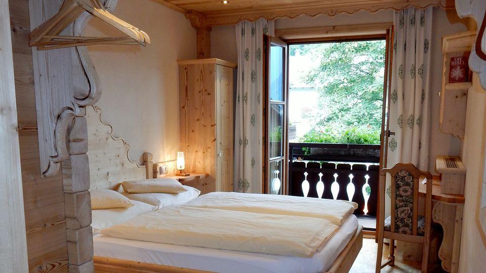 Doppelbettzimmer 18m² mit Vollholzmöbel